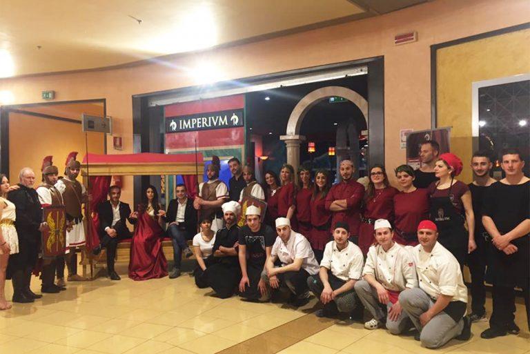 Lo staff di Imperivm durante l'inaugurazione a Lamezia