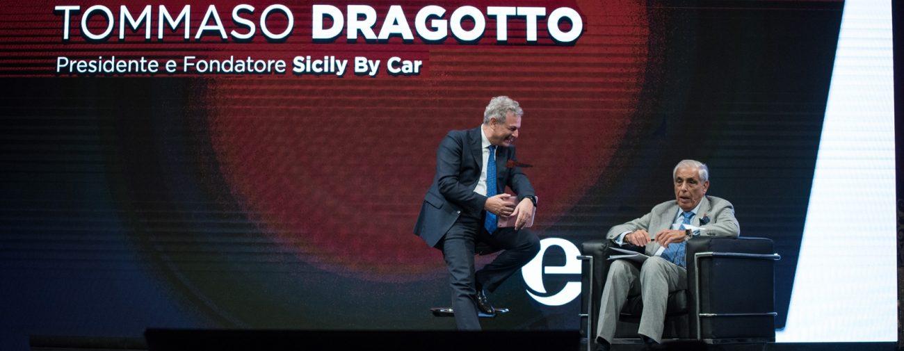 Tommaso Dragotto, di Sicily by car,sul palco di etour con Piero Muscari