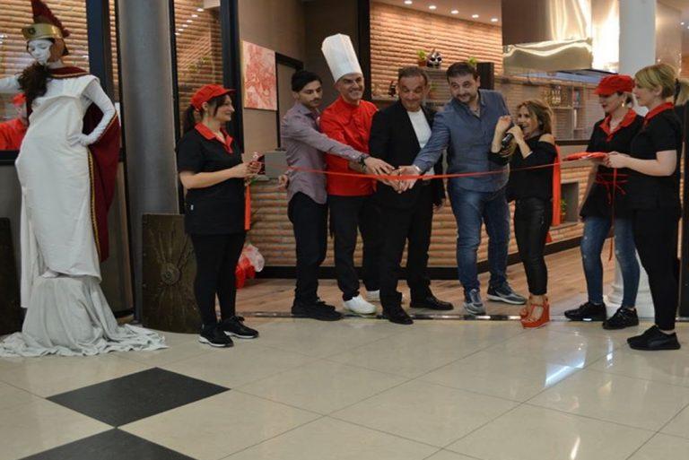 I fratelli  Colace e lo chef Michele Pagano durante il taglio del nastro I-Tab